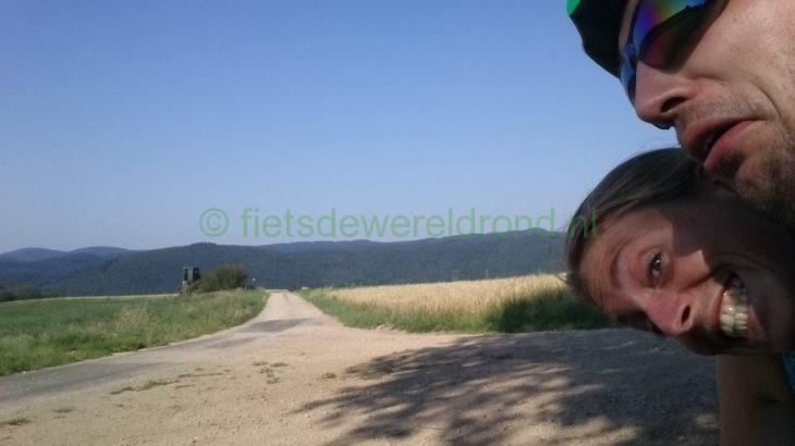 Onverharde wegen berg op richting Nürburg Fietsdewereldrond.nl